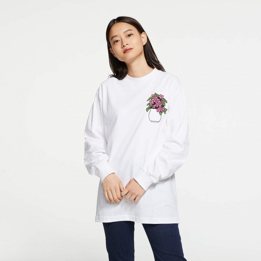 ユービーアイソフトの商品の正面写真 ユービーアイソフト FLOWER ロングTシャツ 女性モデル着用