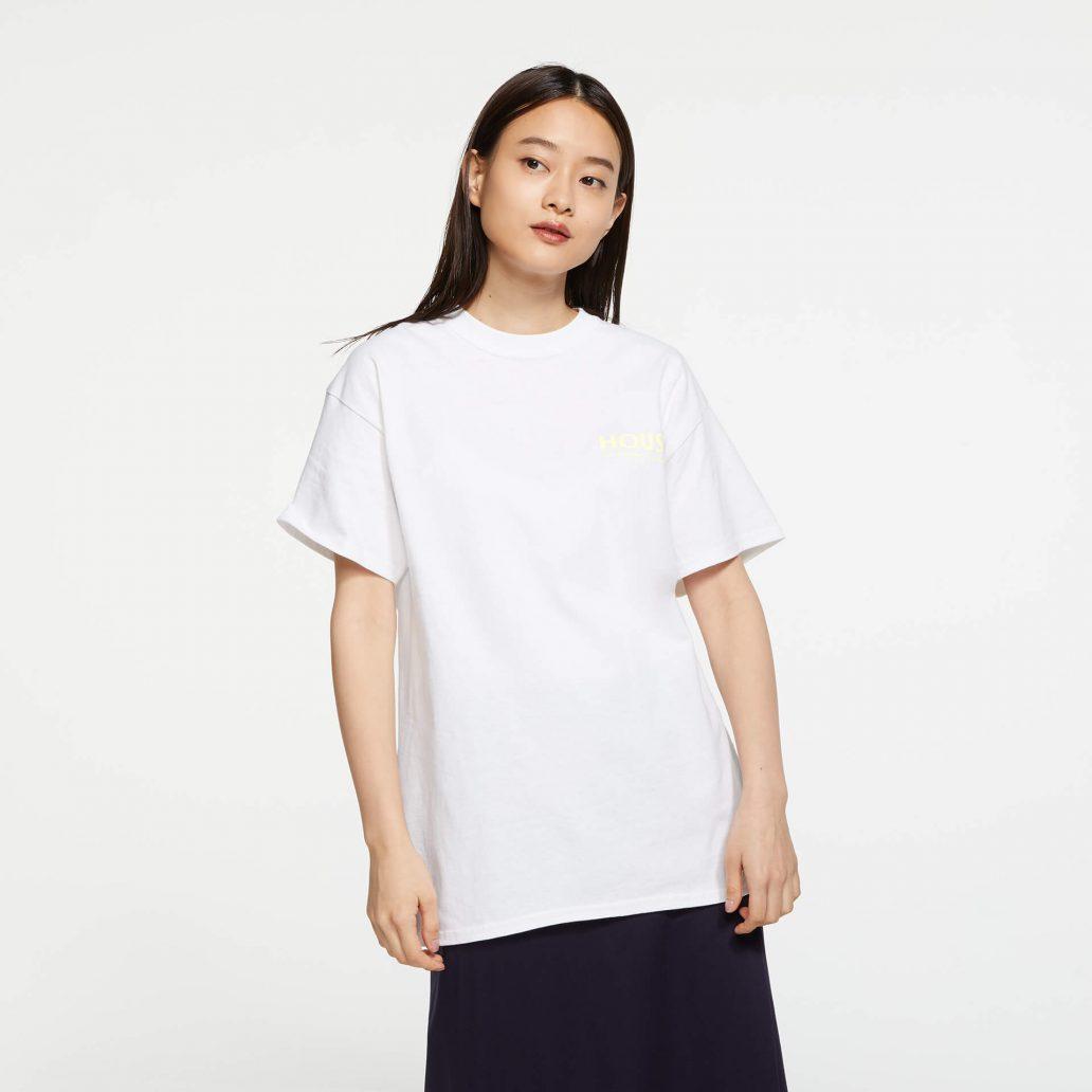 ユービーアイソフトの商品の正面写真 レインボーシックス シージ HOUSE Tシャツ 女性モデル着用