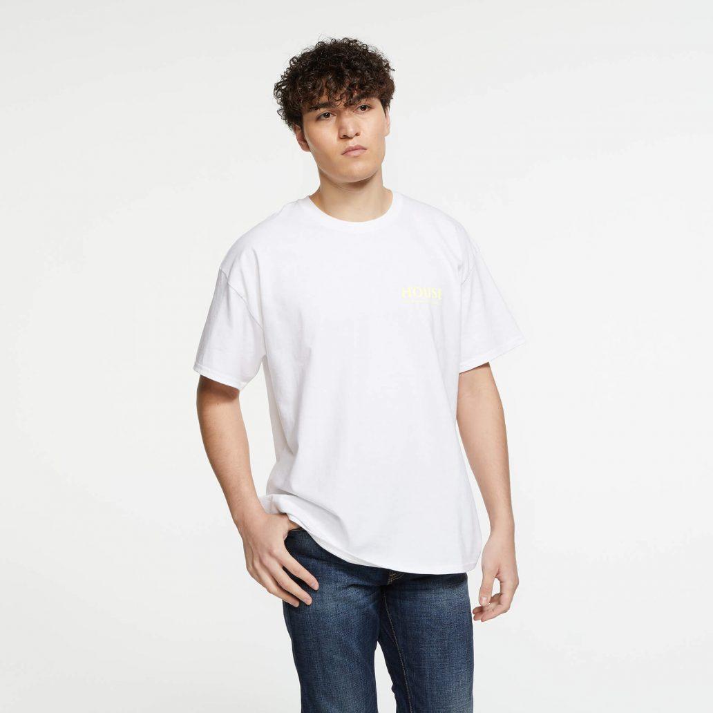 ユービーアイソフトの商品の正面写真 レインボーシックス シージ HOUSE Tシャツ 男性モデル着用
