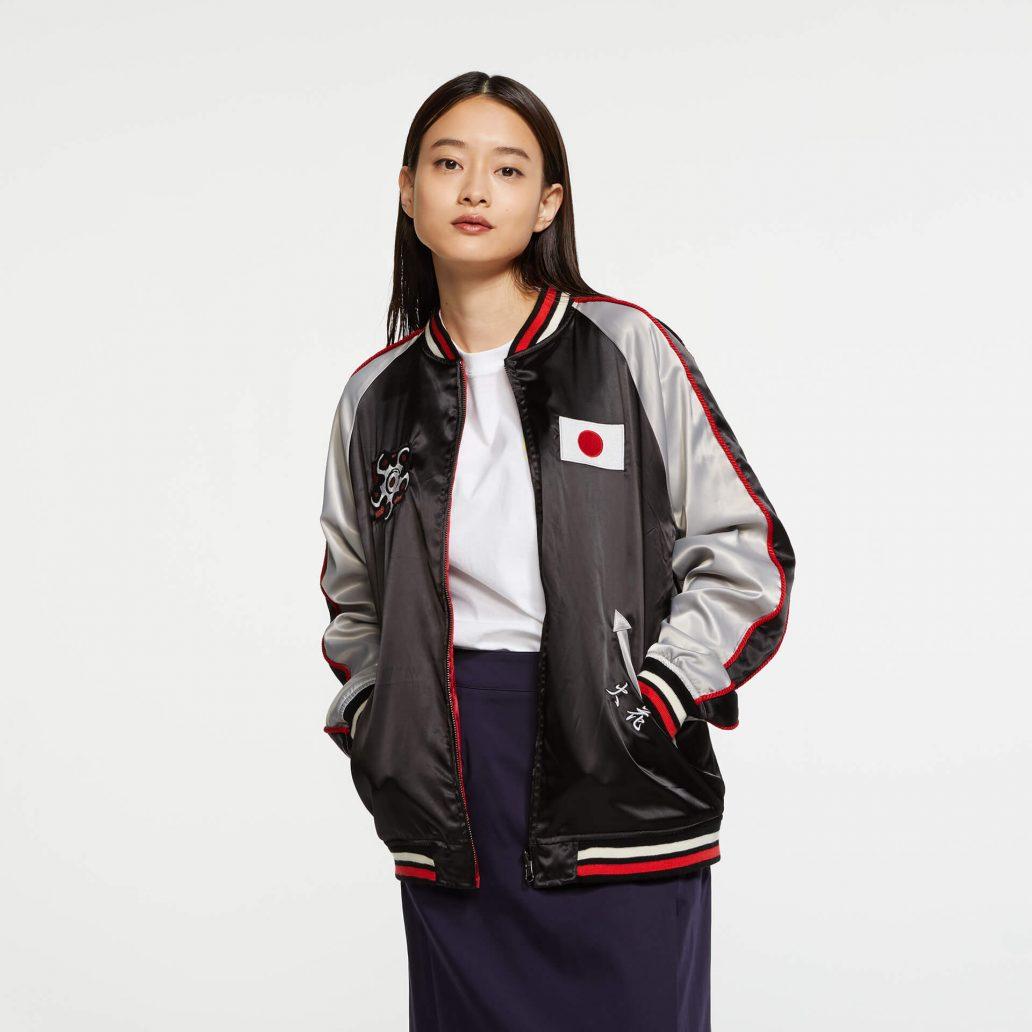 Ubisoft Styleの商品 6コレクション 火花スカジャン 女性モデル着用 黒側(表)の正面写真