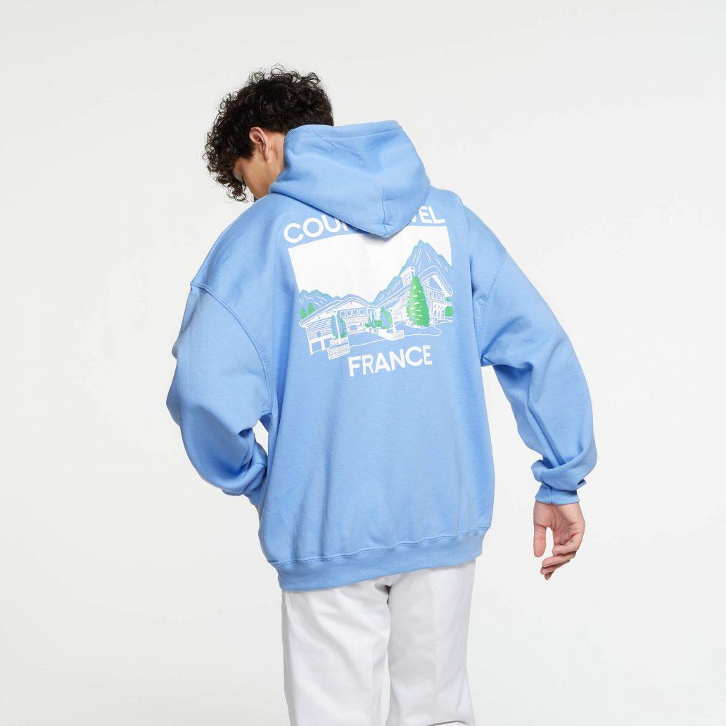 ユービーアイソフトの商品の背面の写真 6コレクション CHALET パーカ 男性モデル着用